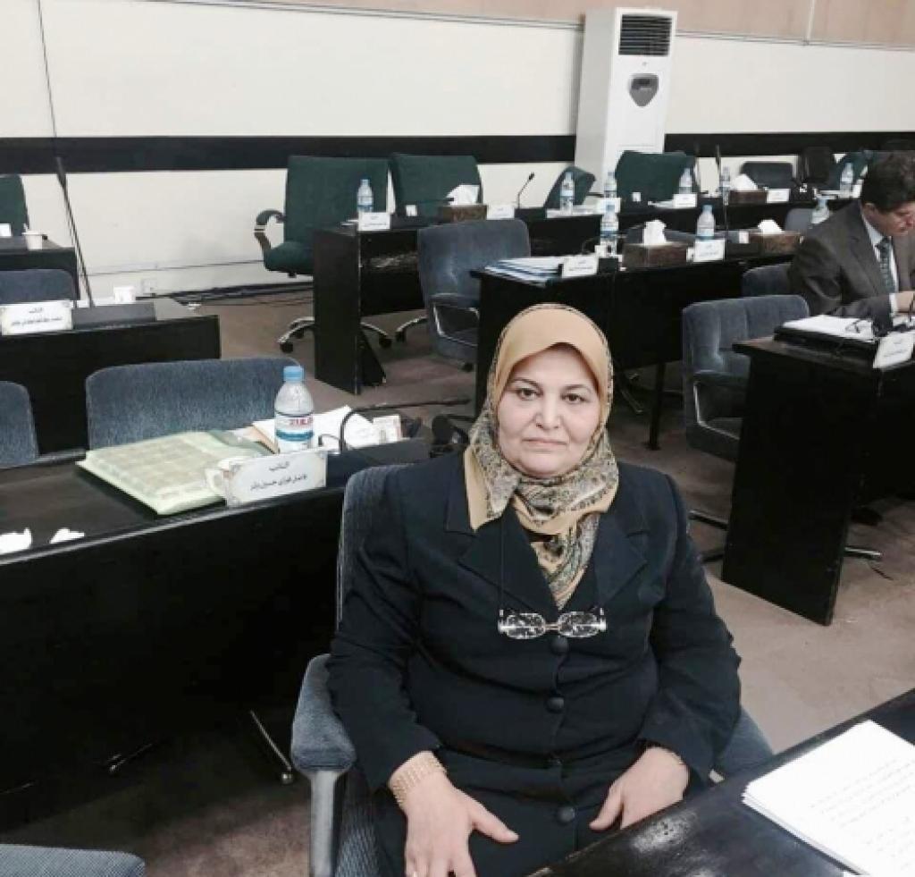 نائبة مصابة بكورونا تخرج من الحجر عنوة وتثير ضجة في الموصل